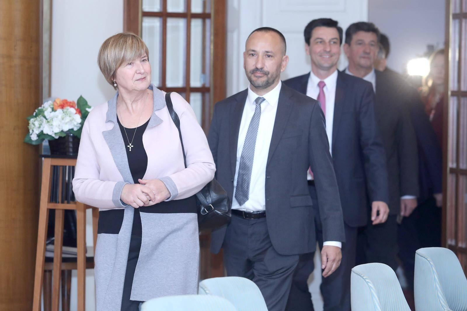 Zagreb: Hrast s partnerima predao liste za EU izbore