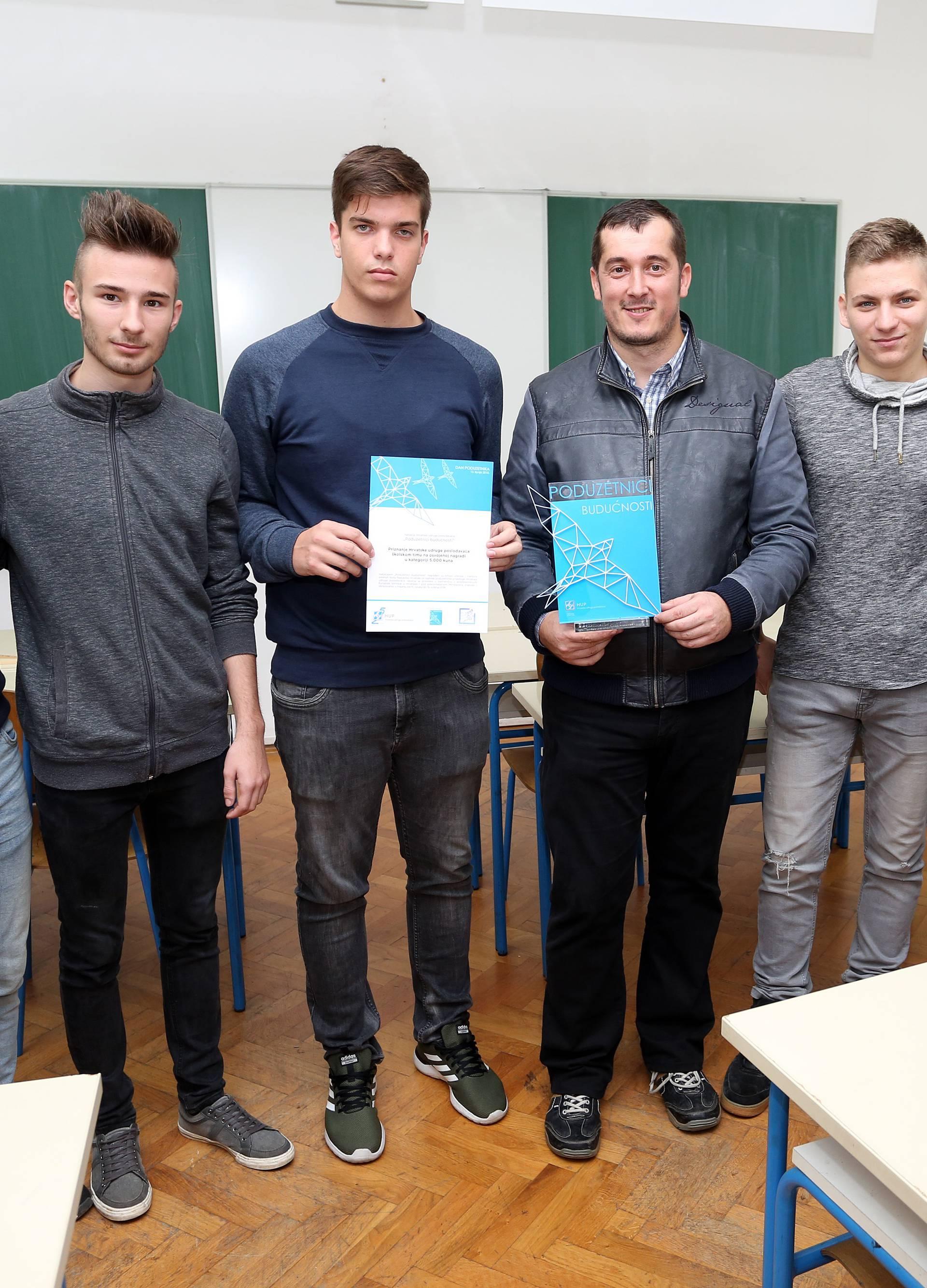 """Ogulin: HUP uručio priznanje pobjenicima natječaja """"""""Poduzetnici budućnosti"""""""