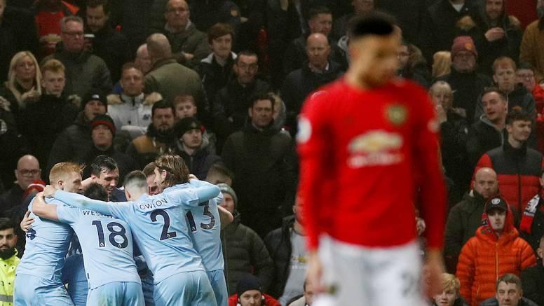 Očajni United pao od Burnleya, Leicester se vratio pobjedama