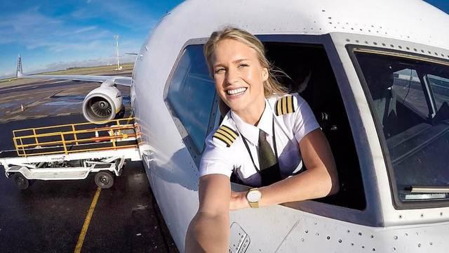 Atraktivna pilotkinja obožava jogu, a fanovi njene fotografije
