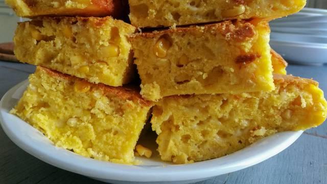 Brzi kukuruzni kruh, savršeni dodatak laganim čušpajzima...