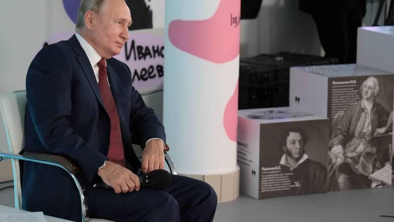 Predizborna kampanja u Rusiji: 'Dvadeset stanova! Sto auta! Novac! Samo trebate glasati...'