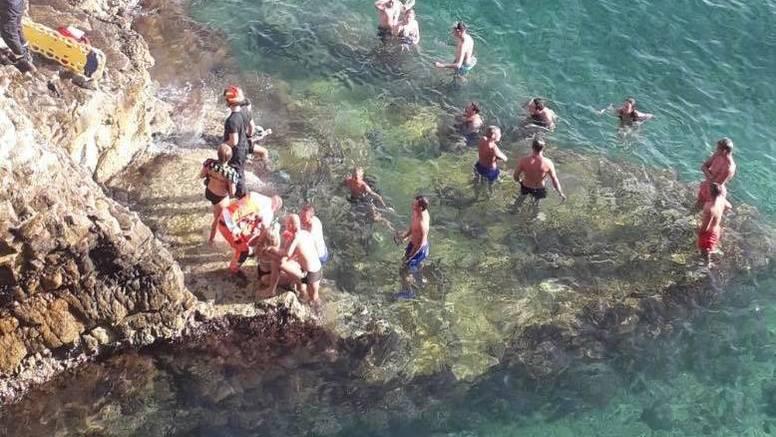 Na rtu Kamenjak muškarac i žena skakali u more i ozlijedili kralježnice, spasili ih vatrogasci