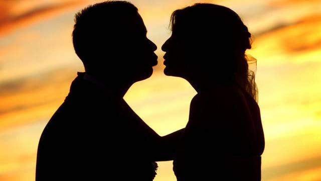 Kako ljubiti u doba krize - zar bez novca zaista nema ljubavi?