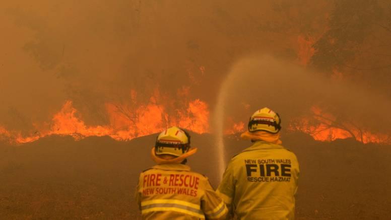 Australski vatrogasci spasili kuću i ostavili poruku 'isprike'