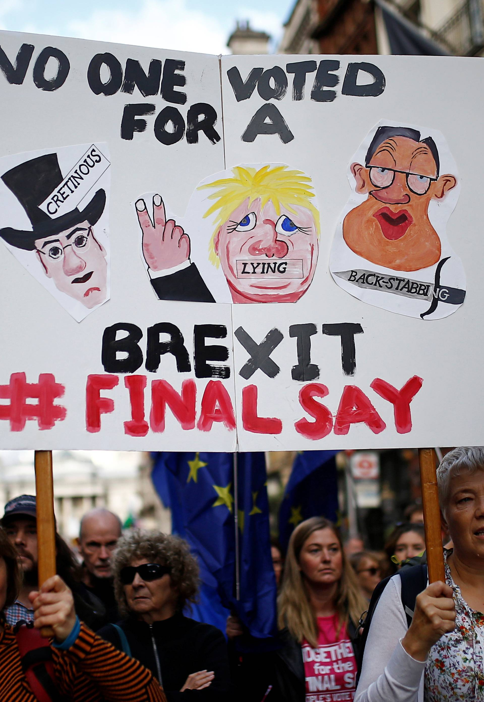 Desetine tisuća na ulicama Londona, žele novi referendum