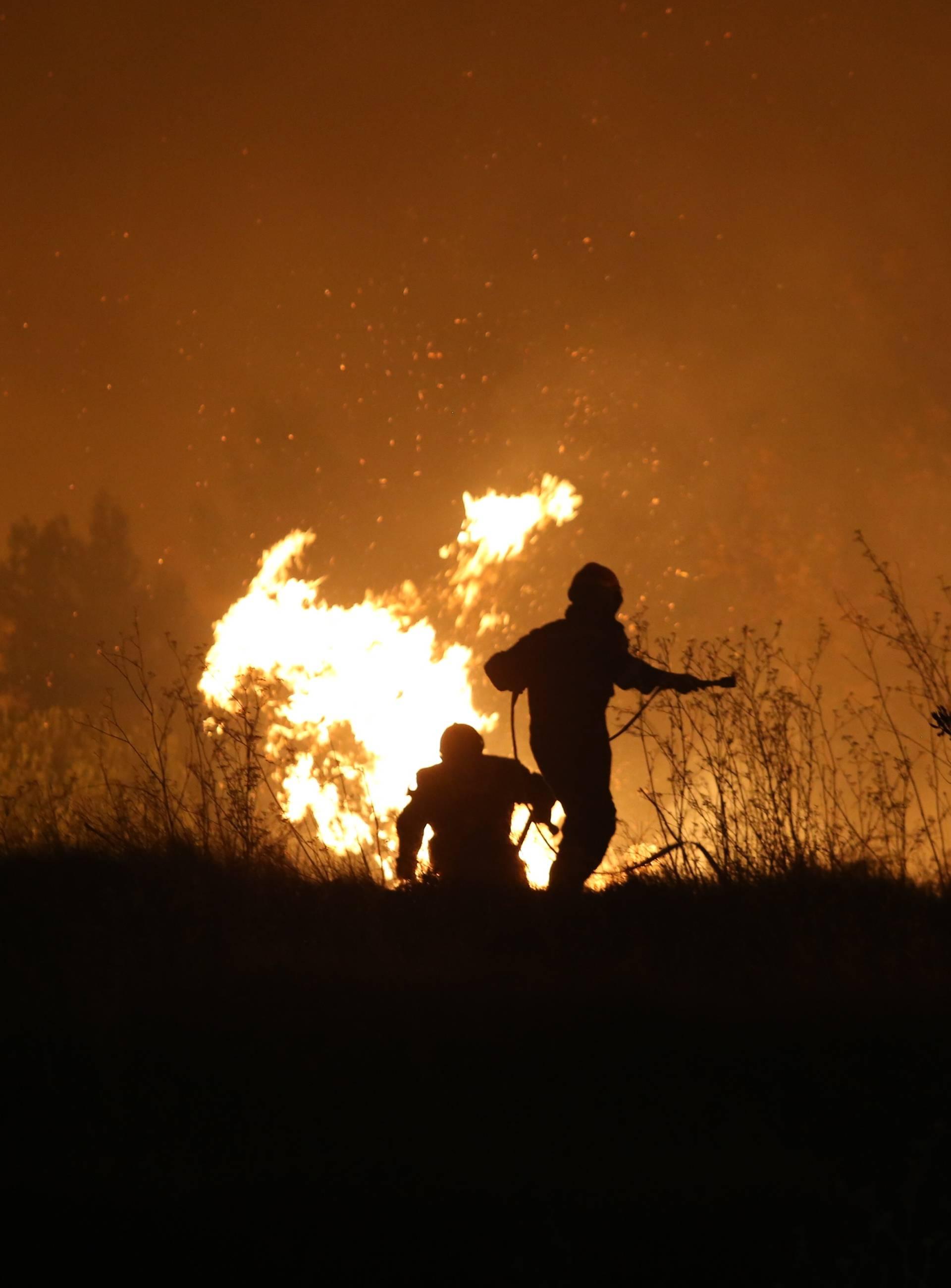 Požar kod Omiša uglavnom je ugašen: Počela je padati kiša