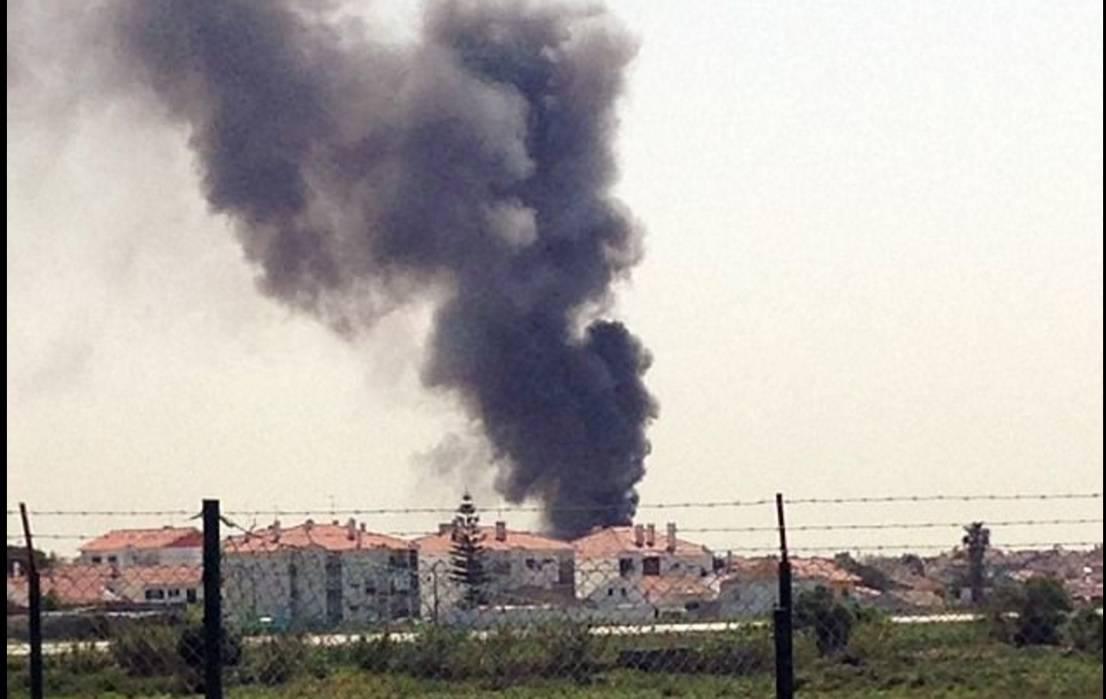 Avion je eksplodirao i srušio se na parkiralište supermarketa...
