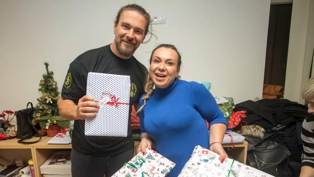 Osijek: Djed Mraz posjetio djecu iz Udruge obitelji djece s autizmom ''Dar''