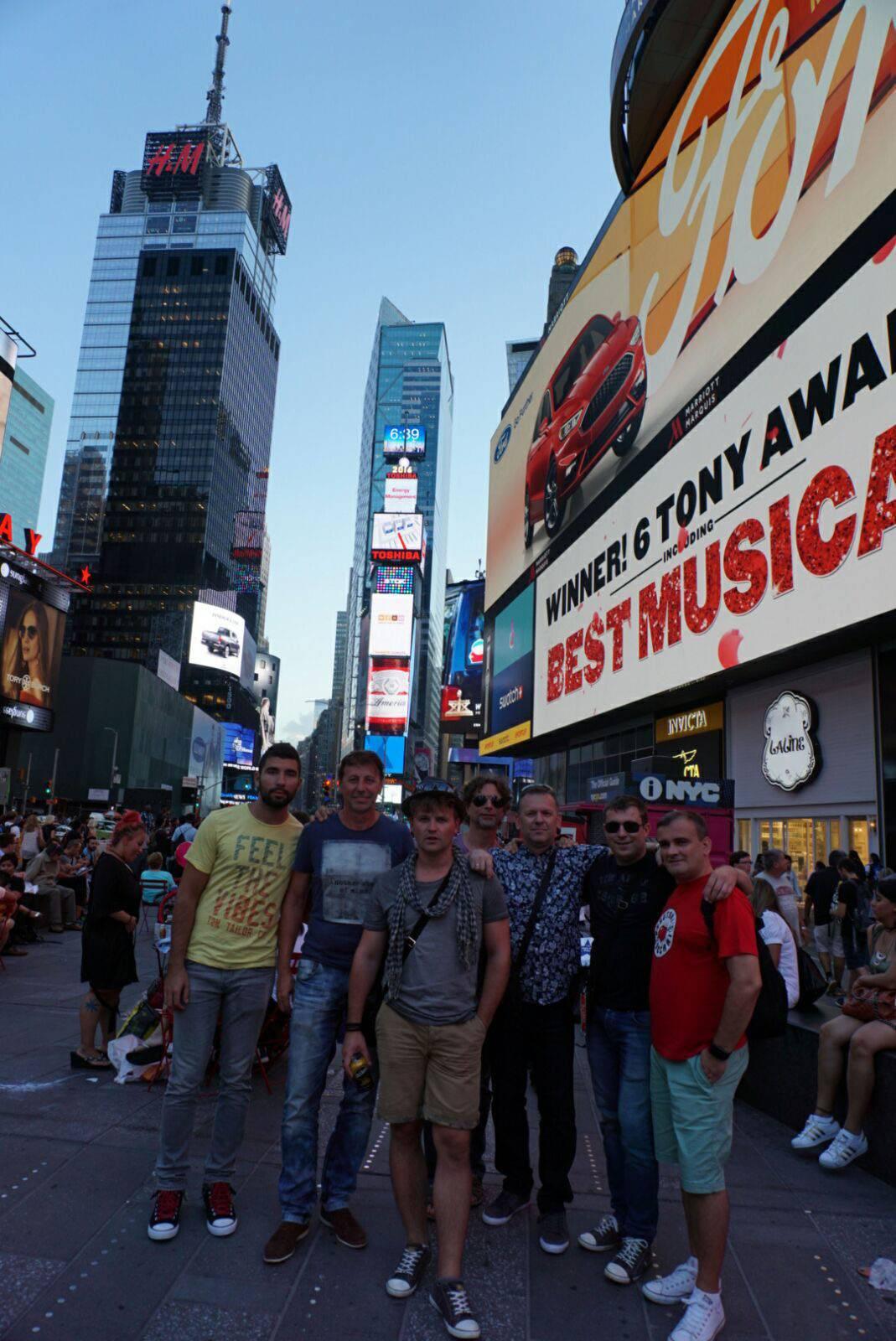 Time Square plesao u ritmu tamburice Bosutskih bećara