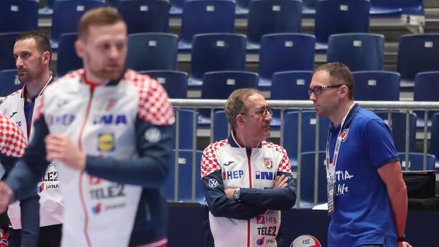 Graz: Zagrijavanje igrača Hrvatske i Bjelorusije uoči početka utakmice