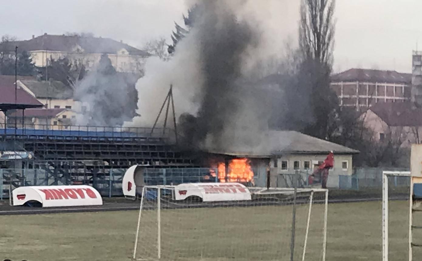 Maloljetnik je namjerno zapalio svlačionicu nogometnog kluba?