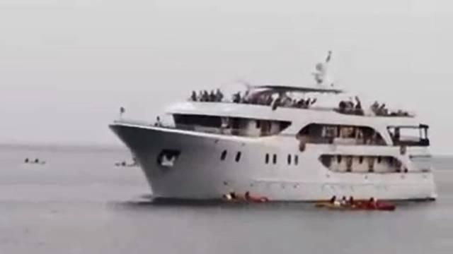 Skoro poginuli u Dubrovniku: Kajakaše spasio zamah veslom