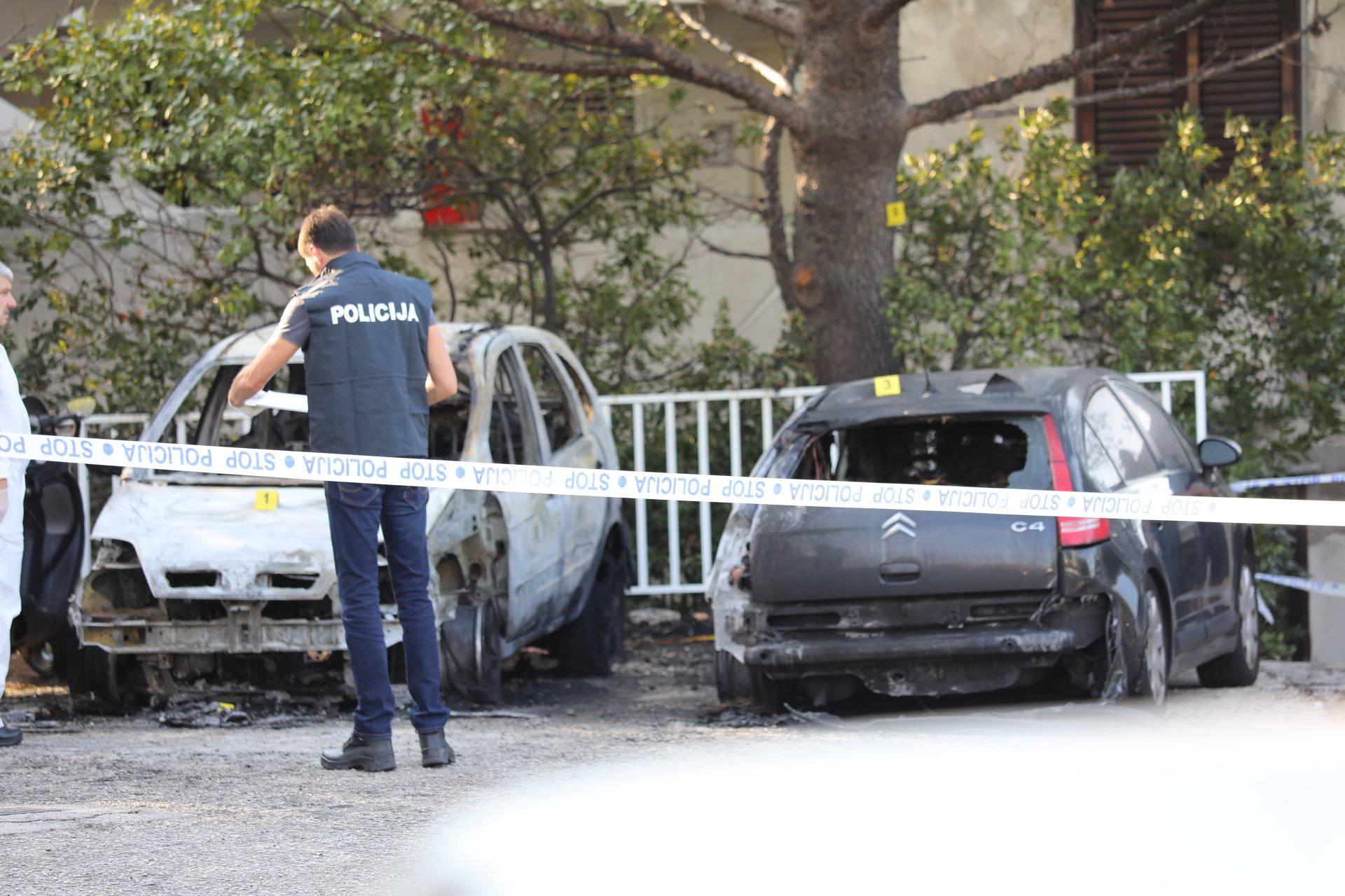 U Dubrovniku gorjelo pet auta, dva u potpunosti uništena...