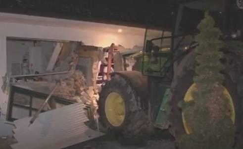 Kako ukrasti sef iz kuće? Uzmi traktor i s njime sruši cijeli zid
