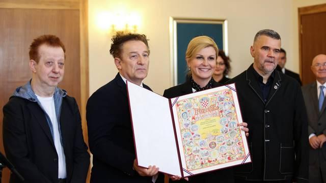 Zagreb: Predsjednica uručila Povelju Republike Hrvatske Prljavom Kazalištu