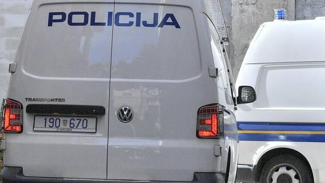 Zagreb: Dolazak privedenih brata i sestre Šegota u zgradu USKOK-a