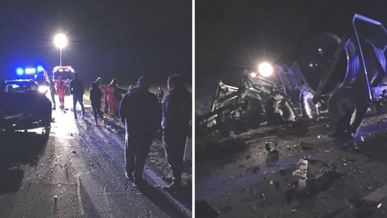 Sudarili  se traktor i dva auta: Troje ljudi su prevezli u bolnicu