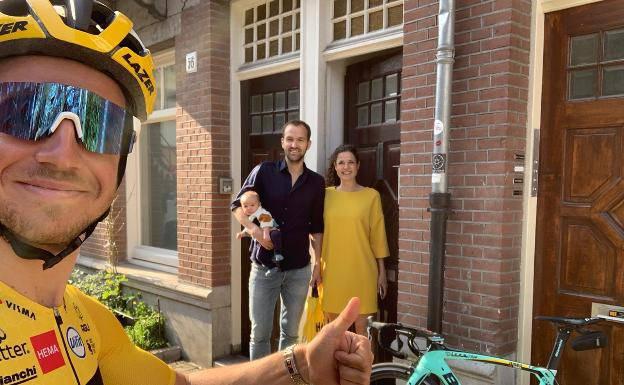 Biciklist inspiriran Anom Frank nosi lijekove i hranu susjedima