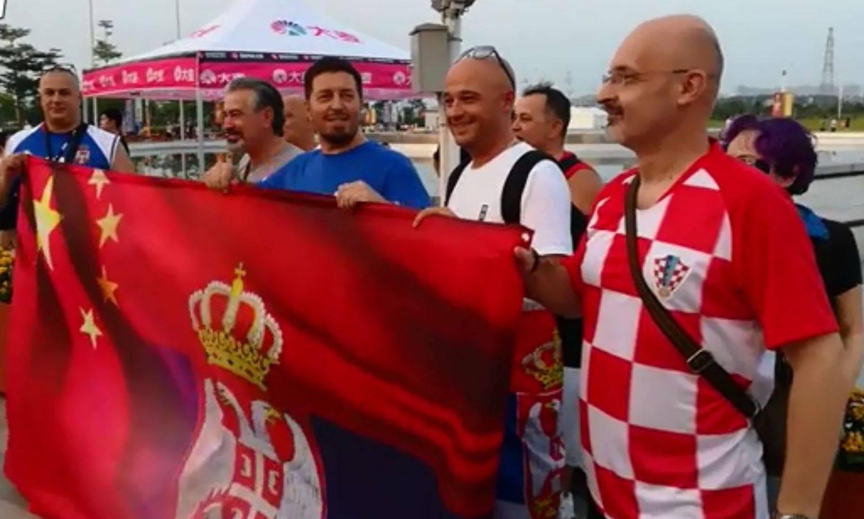 Navijač u hrvatskom dresu je gledao Srbiju: 'Iz Splita sam'