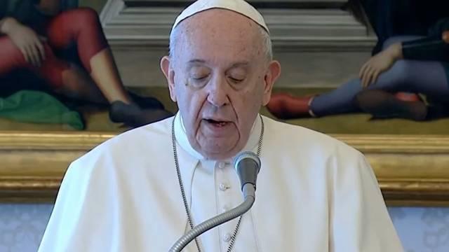 'Kraljice neba': Papa se obratio vjernicima uživo iz Vatikana...