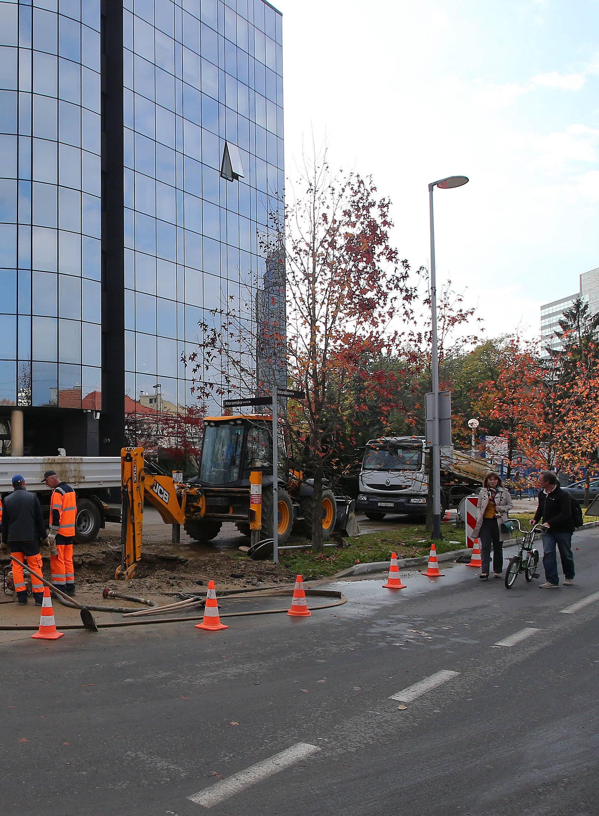 Poplava u Zagrebu: Pukla cijev, ulice plivale, poplavile i garaže