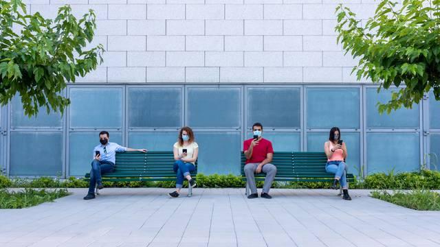 Alarmi za socijalno distanciranje izazivaju nelagodu kod nekih zaposlenika: 'Pa nismo mi psi'