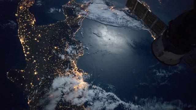 Nepoznate krhotine prolaze pored Međunarodne svemirske postaje: Astronauti se povukli