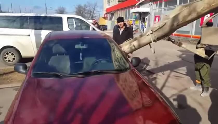 Promijenila ime: Bijesan muž u automobil supruge nalio beton