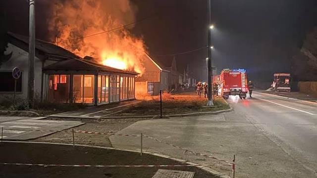Opet požar u Đakovu, zapalio se godinama napušteni kiosk