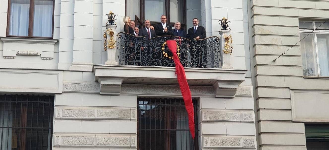 Hrvati su u centru Beča otkrili tri i pol metra dugu kravatu...