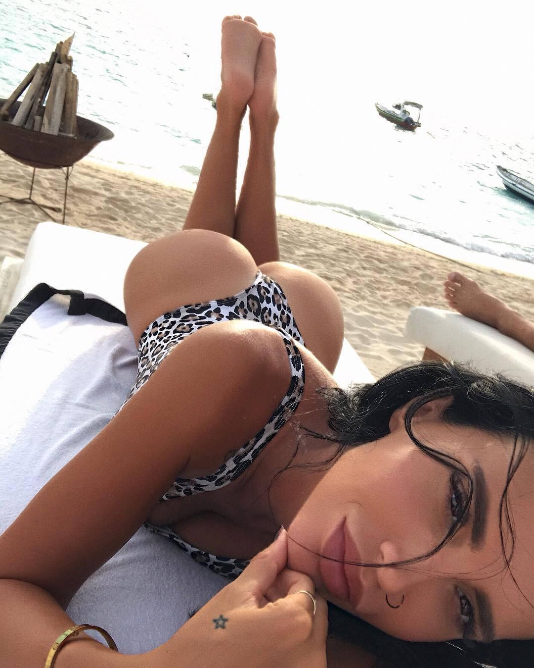 Poduzetna Ula: 'Odjeća mi ne treba, dovoljan mi je  bikini...'