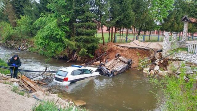 Potjera završila u rijeci: Nisu znali da tu uopće nema mosta