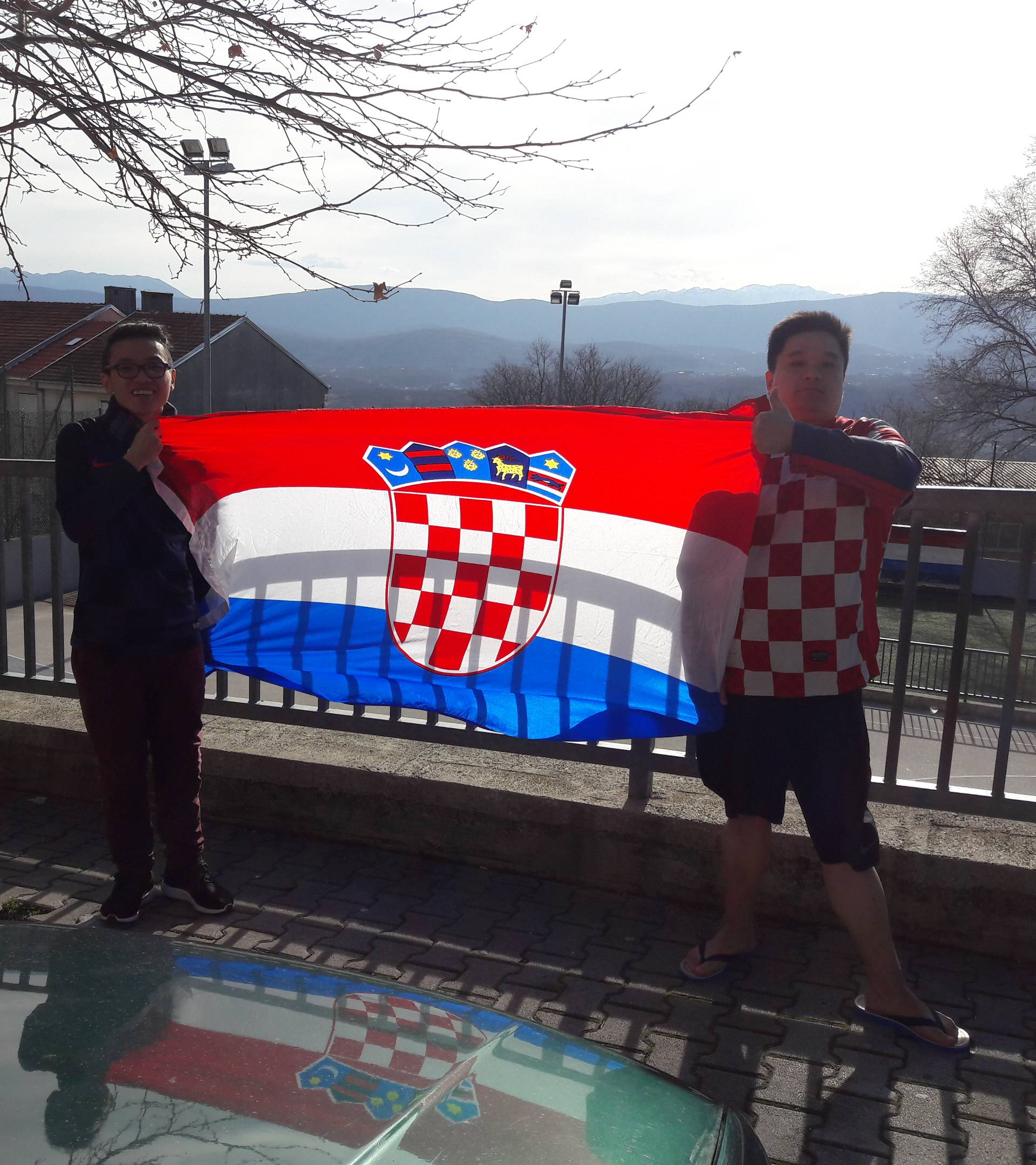 Paradiraju po Imotskom: Kinezi Damir i Niko žele biti - Hrvati!