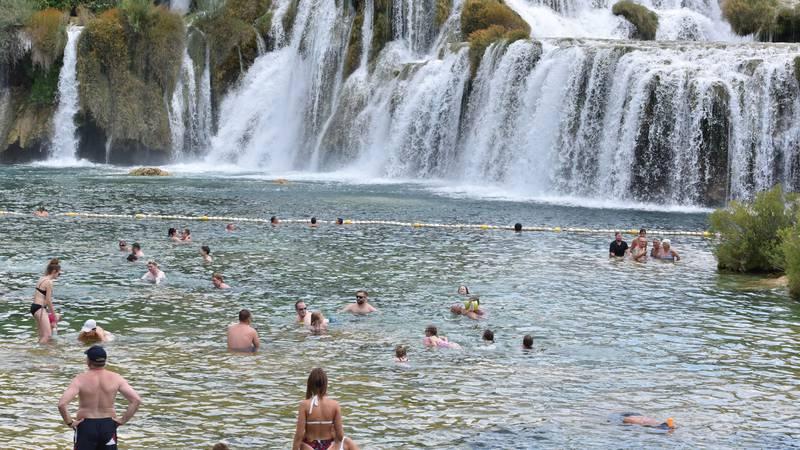 Lijepo je more, ali kupanje na slapovima Krke je baš posebno