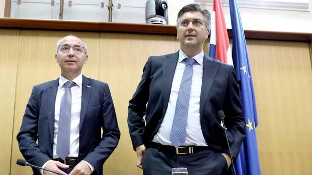 Svi odlaze, on ostaje: Zašto je Krstičević još uvijek ministar?