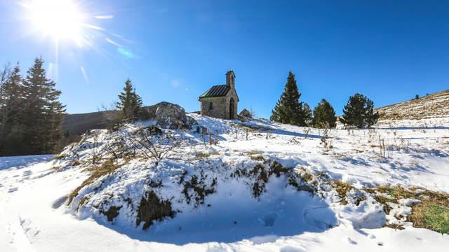 Prvi ovosezonski snijeg zabjelio je padine Nacionalnog parka sjeverni Velebit