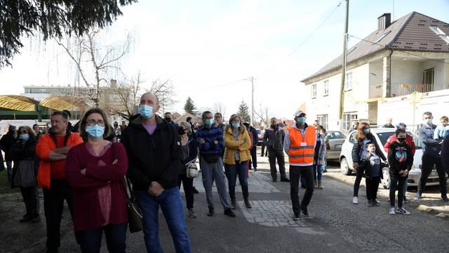 Građani Petrinje prosvjeduju zbog spore obnove grada nakon potresa