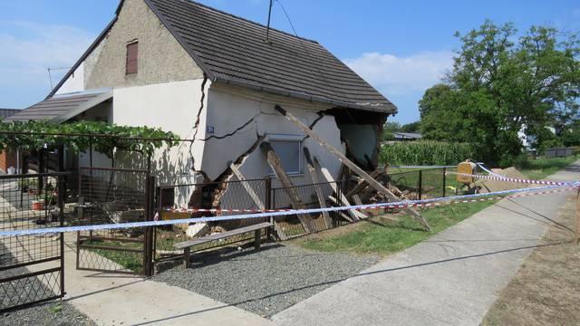 Na radnika u Adžamovcima srušila se kuća: Izvukli ga vatrogasci, lakše je ozlijeđen