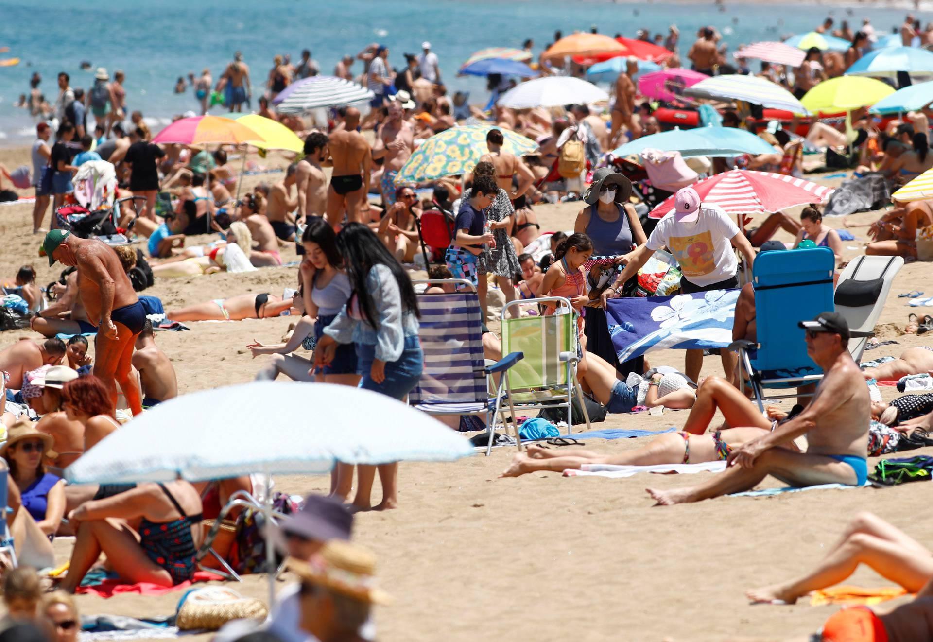 Španjolska: Zbog korona virusa prihodi od turizma prepolovljeni