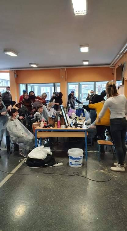 Frizeri volonteri iz svih krajeva Hrvatske stigli u Glinu i okolna mjesta: 'Neka šišanje započne!'