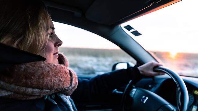 Ilustracija vožnje u automobilu