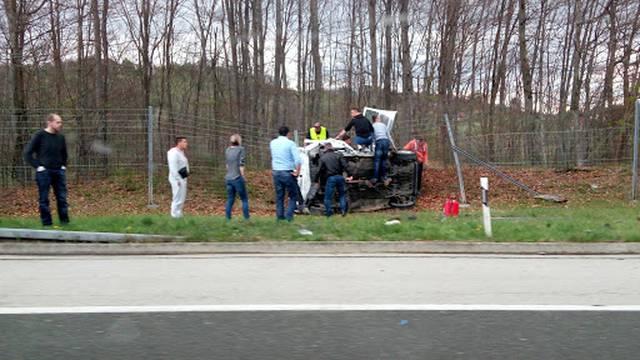 U sudaru kamiona i auta jedan mrtav i jedan teško ozlijeđen