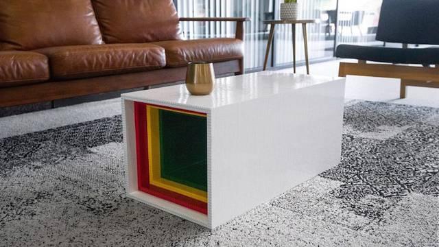 Kockica po kockica i eto vam funkcionalnog stola od legića