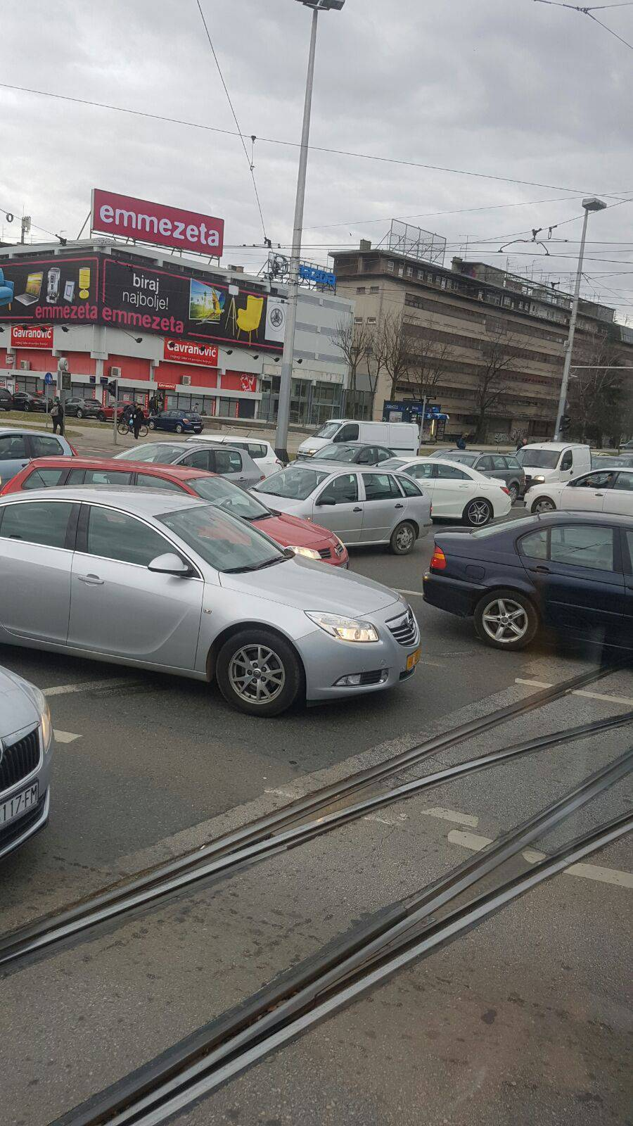 Prometni kaos u Zagrebu: Kvar na semaforu prouzročio kolaps