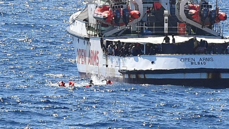 Španjolci šalju brod: Migranti su već 19 dana na Open Armsu