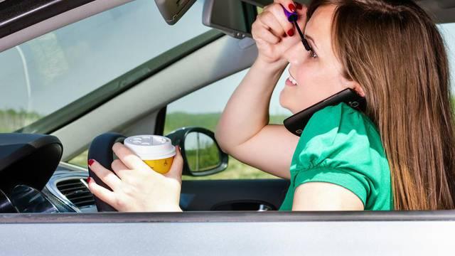Loše navike: Ovo su pogreške koje često radimo dok vozimo