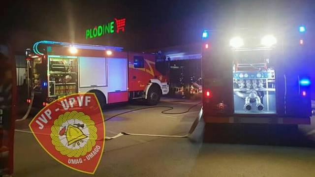 Gorjelo je skladište Plodina u Umagu: Uzrok je tehnički kvar