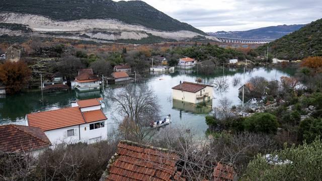 Nastavlja se borba s poplavama u Kokorićima