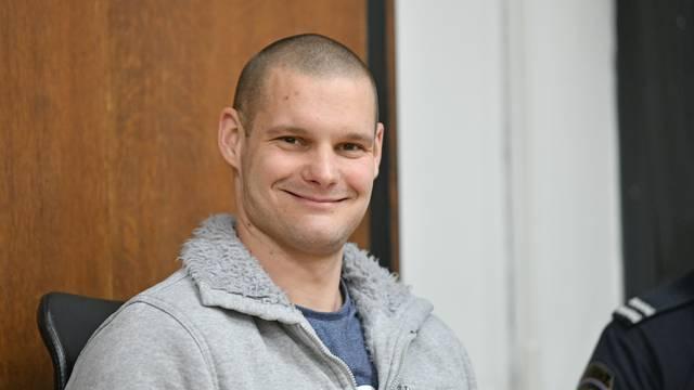 'Spolovilo je stavio u ventilator zbog oklade i šetao u tangama'